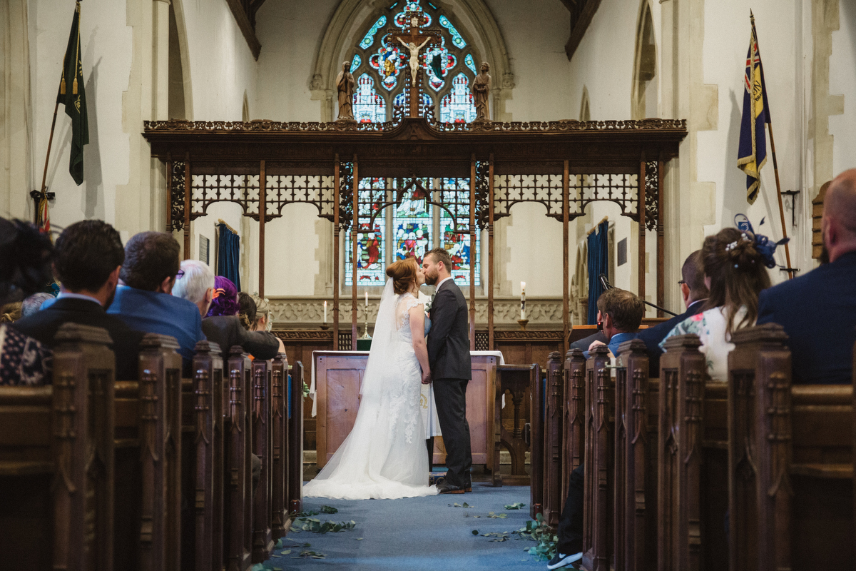 relaxed stowmarket wedding photography st andrews church great finborough